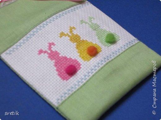 В том году я уже вышивала таких заек, только оформила в подвеску-игольницу http://stranamasterov.ru/node/911212?t=999 В этом году решила сделать мешочек для маленького сюрприза.   фото 6