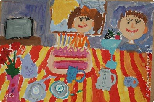С начало обмазывали диск, затем лепили торт , украшали его кремом, внутри будто у нас тоже крем. Много фантазировали вслух, о вкусе каждого торта. Лепили кухонную посуду, всё у нас украшено, ведь у нас праздничный стол . Ваза с цветами для праздничного антуражу. фото 11