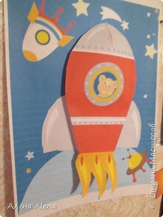 """Здравствуйте, уважаемые жители Страны Мастеров! Решила представить вашему вниманию тематическую неделю ко Дню космонавтики. Может, кто-то захочет присоединиться к нам?  Сделала вот такой адвент-план: самые близкие к солнцу планеты, ракета с нашими мордашками. Дочь будет передвигать ракету от планеты к планете в зависимости от дня.  В основном, запланировала для дочери, а сын будет присоединяться к нам в выходные, так как учится в другом городе.  1-й день рассказ """"Что такое Космос?"""" и рассматривание созвездий в """"телескоп""""  Конспект составляла с помощью инета, ссылка прилагается внизу:  Что такое Космос? Цель: познакомить с нашей Солнечной системой. - Давай поговорим о Космосе? Что ты уже знаешь о нем? - В темно-синем небе звезды кажутся маленькими точками. (фото звездного неба) Это происходит потому, что звезды очень далеко от нас. Звезды летят в бесконечном пространстве, которое называется космосом. Одни звезды светятся ярче и кажутся больше других. Ярче светят те звезды, которые к нам ближе. Так происходит не только в космосе. - Если посмотреть снизу на высокое дерево, можно подумать, что оно «упирается» в небо. Но на самом деле небо очень и очень высоко и достать до него не могут ни деревья, ни самые высокие здания. - Звезды на небе образуют условные фигуры. Это созвездия. (рисунок созвездий). Всего их 88. Названия многих созвездий взяты из древних греческих мифов. - На небе легко найти 7 ярких звезд, которые напоминают ковш. Это созвездие так и называется – Большой Ковш. Есть у него и другое название – Большая Медведица. (созвездие Медведицы) Падающие звезды. - Видеть, как яркая точка движется по небу, оставляя след, можно очень часто. Люди называют это падающей звездой. На самом деле звезды – это далекие солнца, и никуда упасть они не могут. Падающие звезды – это космические осколки, сгорающие в атмосфере Земли. Светило, дающее жизнь. - Солнце – это огромная раскаленная звезда. (фото Солнца) Его свет и тепло дают жизнь всему живому на планете. - Многие явления п"""