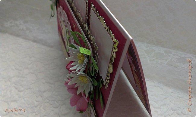 Всем доброго дня! Сегодня у меня открытка  и подарок для любимой тети моего мужа. Ей исполнилось 75 лет, очень хороший и почетный возраст. Открытка исполнена в розово-бордовом и золотом цвете, золочении, тиснении, вырубке, украшена цветами ручной работы кроме ромашки. Размер открытки 20 х15 см, выполнен из розового перламутрового дизайнерского картона плотностью 290 гр/м2, золотого картона, бумаги для пастели бордового цвета. фото 10