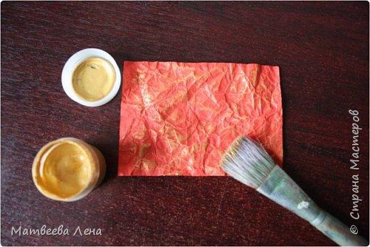 Для открыточки понадобятся совсем  немного времени, и недорогие, доступные всем материалы: двухсторонний картон, формат А4, двухсторонняя цветная бумага, белая бумага для принтера, клей, кисть, фигурный дырокол (желательно, не обязательно) , ножницы простые и  фигурные, ПК, принтер, золотая или гуашевая краска, кофе.  фото 5