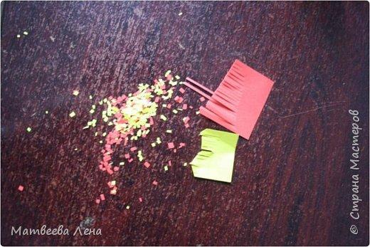 Для открыточки понадобятся совсем  немного времени, и недорогие, доступные всем материалы: двухсторонний картон, формат А4, двухсторонняя цветная бумага, белая бумага для принтера, клей, кисть, фигурный дырокол (желательно, не обязательно) , ножницы простые и  фигурные, ПК, принтер, золотая или гуашевая краска, кофе.  фото 10