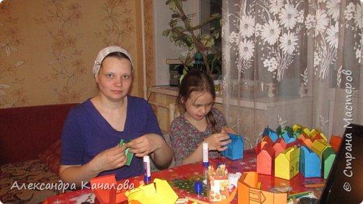 26 марта старшей дочке Танюше исполнилось 10 лет. И вот в таких домиках отнесли в лицей угощение. фото 3