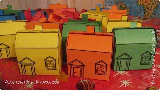 26 марта старшей дочке Танюше исполнилось 10 лет. И вот в таких домиках отнесли в лицей угощение. фото 5
