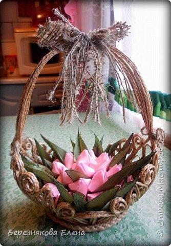 Всем привет)))Очередное творение на ваш суд из джутового шпагата+цветы из атласных ленточек. фото 1
