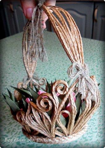 Всем привет)))Очередное творение на ваш суд из джутового шпагата+цветы из атласных ленточек. фото 6