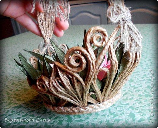 Всем привет)))Очередное творение на ваш суд из джутового шпагата+цветы из атласных ленточек. фото 7