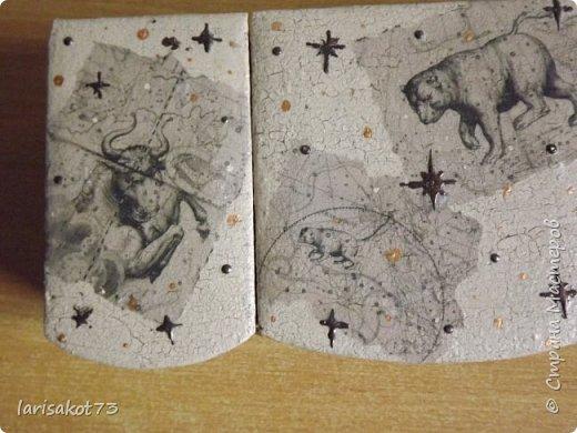 На дни рождения племянниц и племянника (они все родились в один месяц) сотворилось... Племянница увлекается космосом. Придумала сделать ей вот такую шкатулку. На крышке истонченные иллюстрации из детской книги. Это созвездия из атласа Johannes Hevelius. Фон - кракелюр бежевый с коричневыми прожилками. Звезды - контур. фото 3