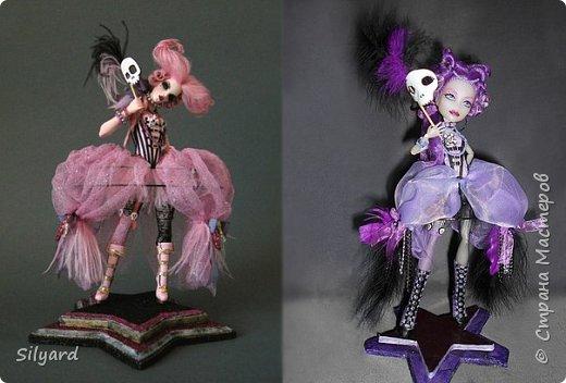 По заданию в конкурсе надо было выбрать одну из работ Николь и адаптировать ее под кукол Монстер Хай и Эвер Афтер Хай.  По сколько у  Николь Вест большинство  работ хмм , не особо одеты, искался  образ наиболее оснащенный костюмом.  фото 2