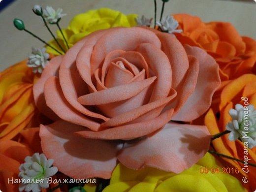 Корзинка с розами и гипсофилой фото 2