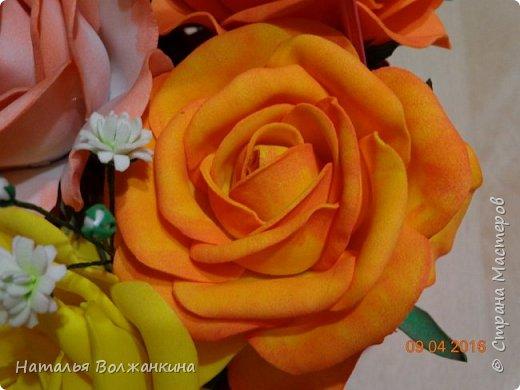 Корзинка с розами и гипсофилой фото 3