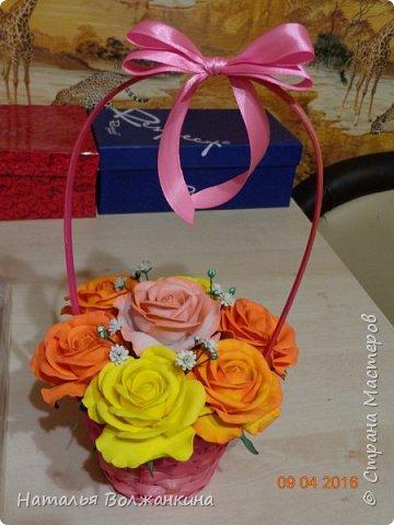 Корзинка с розами и гипсофилой фото 1