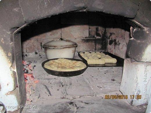 Здравствуйте все! Скажу сразу что я в живую русскую печь увидела после свадьбы. У мужа в деревне жила бабушка. Она собственно меня и научила топить русскую печь. фото 21