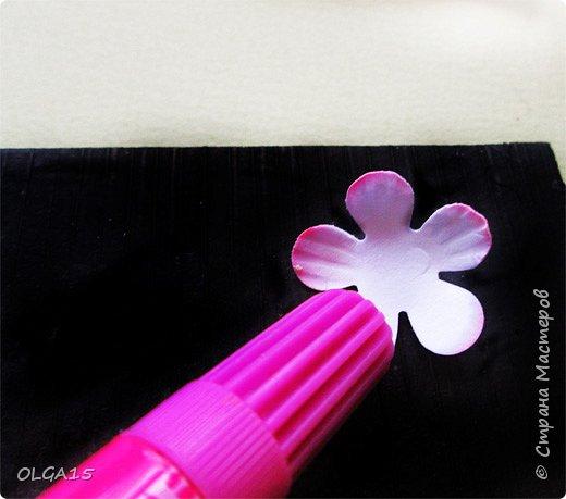Добрый вечер, дорогие мастера и мастерицы! Хочу поделиться с вами этапами изготовлением мелких  бумажных цветов.  Мы сделаем три вида цветов: маленькие тюльпаны, белые цветы и простые мелкие цветочки. На этом фото - белые цветы и тюльпаны.  фото 24