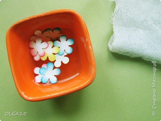 Добрый вечер, дорогие мастера и мастерицы! Хочу поделиться с вами этапами изготовлением мелких  бумажных цветов.  Мы сделаем три вида цветов: маленькие тюльпаны, белые цветы и простые мелкие цветочки. На этом фото - белые цветы и тюльпаны.  фото 37