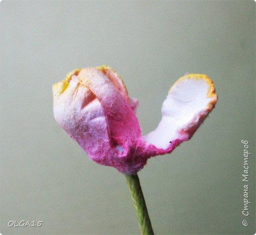 Добрый вечер, дорогие мастера и мастерицы! Хочу поделиться с вами этапами изготовлением мелких  бумажных цветов.  Мы сделаем три вида цветов: маленькие тюльпаны, белые цветы и простые мелкие цветочки. На этом фото - белые цветы и тюльпаны.  фото 18
