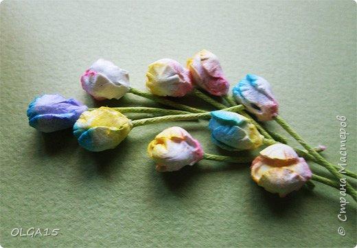 Добрый вечер, дорогие мастера и мастерицы! Хочу поделиться с вами этапами изготовлением мелких  бумажных цветов.  Мы сделаем три вида цветов: маленькие тюльпаны, белые цветы и простые мелкие цветочки. На этом фото - белые цветы и тюльпаны.  фото 3