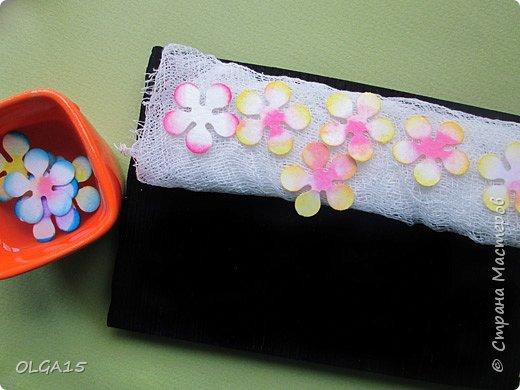 Добрый вечер, дорогие мастера и мастерицы! Хочу поделиться с вами этапами изготовлением мелких  бумажных цветов.  Мы сделаем три вида цветов: маленькие тюльпаны, белые цветы и простые мелкие цветочки. На этом фото - белые цветы и тюльпаны.  фото 7