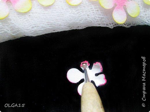 Добрый вечер, дорогие мастера и мастерицы! Хочу поделиться с вами этапами изготовлением мелких  бумажных цветов.  Мы сделаем три вида цветов: маленькие тюльпаны, белые цветы и простые мелкие цветочки. На этом фото - белые цветы и тюльпаны.  фото 8