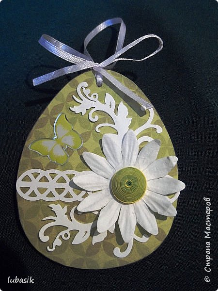 Уже почти все в СМ готовятся к великому празднику Пасхи, делая поделки. Я тоже каждый год стараюсь сделать пасхальные сувениры своими руками. Обожаю использовать в своих работах бросовый материал - картон, яичные лотки.  Эти декоративные яйца вырезала из двух слоёв тонкого гофрированного картона. Декор - скрапбумага, дырокольности, квиллингцветочки. Кстати эти цветочки в технике квиллинг и многие вырубки прислала мне чудесная мастерица СМ Мариночка - MarMik - настоящая скрапволшебница. с удовольствием использую её подарки в своих работах. фото 5