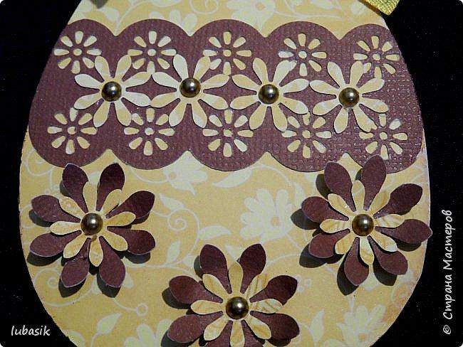 Уже почти все в СМ готовятся к великому празднику Пасхи, делая поделки. Я тоже каждый год стараюсь сделать пасхальные сувениры своими руками. Обожаю использовать в своих работах бросовый материал - картон, яичные лотки.  Эти декоративные яйца вырезала из двух слоёв тонкого гофрированного картона. Декор - скрапбумага, дырокольности, квиллингцветочки. Кстати эти цветочки в технике квиллинг и многие вырубки прислала мне чудесная мастерица СМ Мариночка - MarMik - настоящая скрапволшебница. с удовольствием использую её подарки в своих работах. фото 11