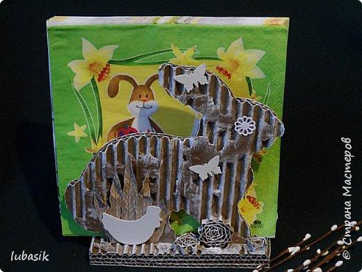 Уже почти все в СМ готовятся к великому празднику Пасхи, делая поделки. Я тоже каждый год стараюсь сделать пасхальные сувениры своими руками. Обожаю использовать в своих работах бросовый материал - картон, яичные лотки.  Эти декоративные яйца вырезала из двух слоёв тонкого гофрированного картона. Декор - скрапбумага, дырокольности, квиллингцветочки. Кстати эти цветочки в технике квиллинг и многие вырубки прислала мне чудесная мастерица СМ Мариночка - MarMik - настоящая скрапволшебница. с удовольствием использую её подарки в своих работах. фото 37