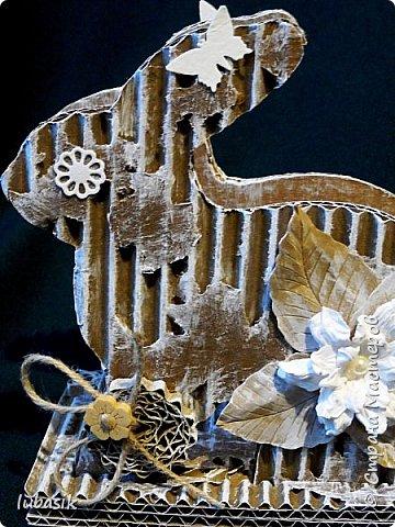 Уже почти все в СМ готовятся к великому празднику Пасхи, делая поделки. Я тоже каждый год стараюсь сделать пасхальные сувениры своими руками. Обожаю использовать в своих работах бросовый материал - картон, яичные лотки.  Эти декоративные яйца вырезала из двух слоёв тонкого гофрированного картона. Декор - скрапбумага, дырокольности, квиллингцветочки. Кстати эти цветочки в технике квиллинг и многие вырубки прислала мне чудесная мастерица СМ Мариночка - MarMik - настоящая скрапволшебница. с удовольствием использую её подарки в своих работах. фото 32