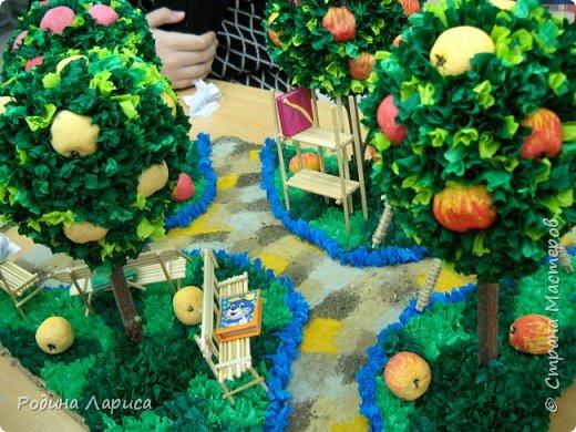 """""""Сад - библиотека"""" - работа выполнена для конкурса. Идея работы: сад, в котором можно кататься на качелях и читать книги. Попутно можно угоститься спелым яблочком. фото 5"""