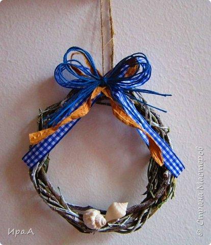 Летний веночек (все венки сплетены из веток местной африканской мимозы) фото 3