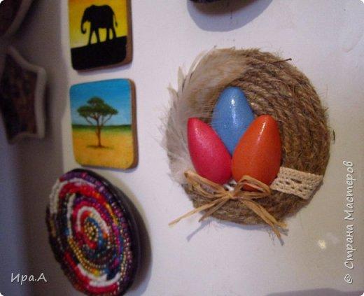 Думала,из чего сделать легкие половинки яиц для магнитов и открыток, и пришла идея сделать их из фома.  фото 4