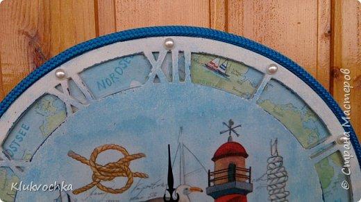 Здравствуйте дорогие мои!)) решила показать часы, которые делала по игре, организованной Ольгой Гаспарян http://stranamasterov.ru/node/993206  для Мариночки Илюхиной  http://stranamasterov.ru/user/335590 Часы на морскую тематику...У меня были в блоге такие часы, но было пожелание сделать с цифрами, чтоб точно знать время...Нашла я заготовочку, с арабскими циферками,  но показалась она мне тонковатой,  несерьезной...и вырезала тогда я еще круг из мдф, который послужил подложкой и фоном с картой... фото 4
