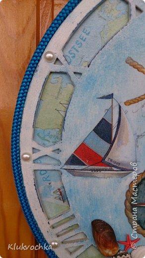 Здравствуйте дорогие мои!)) решила показать часы, которые делала по игре, организованной Ольгой Гаспарян http://stranamasterov.ru/node/993206  для Мариночки Илюхиной  http://stranamasterov.ru/user/335590 Часы на морскую тематику...У меня были в блоге такие часы, но было пожелание сделать с цифрами, чтоб точно знать время...Нашла я заготовочку, с арабскими циферками,  но показалась она мне тонковатой,  несерьезной...и вырезала тогда я еще круг из мдф, который послужил подложкой и фоном с картой... фото 5