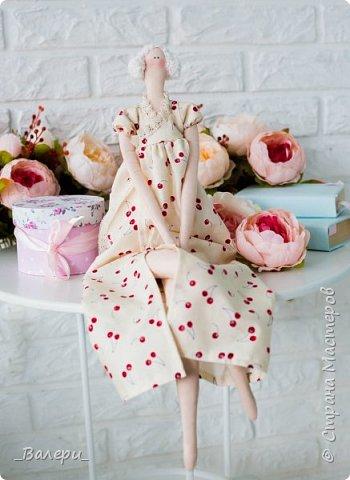 Кукла Флёр - очень яркая и милая. Необычный, яркий подарок порадует Вашу подругу, а может стать отличным подарком для Вашей девушки. Кукла выполнена из натуральных материалов , может сидеть (ножки в колене сгибаются), тело сшито из плотного 100% хлопка фото 6