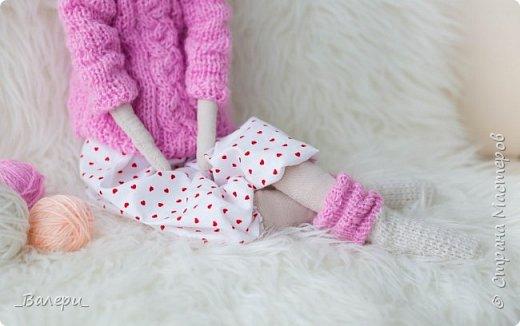 Кукла Флёр - очень яркая и милая. Необычный, яркий подарок порадует Вашу подругу, а может стать отличным подарком для Вашей девушки. Кукла выполнена из натуральных материалов , может сидеть (ножки в колене сгибаются), тело сшито из плотного 100% хлопка фото 9
