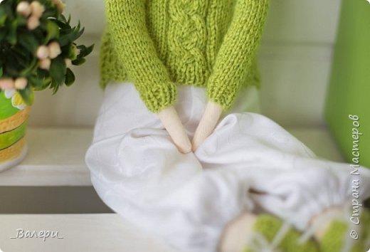 Кукла Флёр - очень яркая и милая. Необычный, яркий подарок порадует Вашу подругу, а может стать отличным подарком для Вашей девушки. Кукла выполнена из натуральных материалов , может сидеть (ножки в колене сгибаются), тело сшито из плотного 100% хлопка фото 3