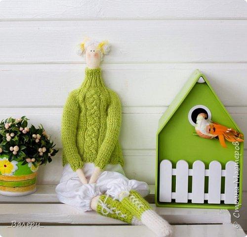 Кукла Флёр - очень яркая и милая. Необычный, яркий подарок порадует Вашу подругу, а может стать отличным подарком для Вашей девушки. Кукла выполнена из натуральных материалов , может сидеть (ножки в колене сгибаются), тело сшито из плотного 100% хлопка фото 4