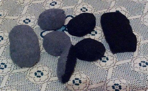Сделала внуку небольшую развивашку для разнообразия. :) Кошка на коврике, под ковриком можно что-то спрятать, как в карманчик. Собачка около кустика, под кустиком цветочек. Сейчас ночь, месяц светит (звёзды вырежу ещё, чтоб месяцу не было так одиноко :) ) Тучка отгибается и закрывает месяц - появляется солнышко. (день/ночь я ещё на кубике хотела сделать, но здесь места больше) Еще птички будут летать. Не успела доделать, завтра уезжаю. Потом привезу птичек отдельно. :) фото 2