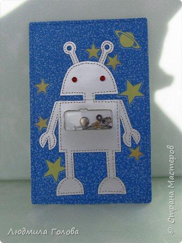 Из чего же, из чего же, из чего же Сделаны игрушечные роботы? фото 1