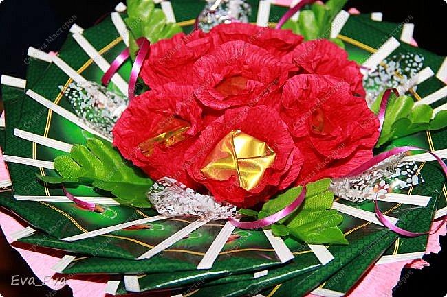 Наш подарок учителю. Внутри цветочков конфетки, снаружи букет оформлен чайными пакетиками в индивидуальной упаковке. фото 1