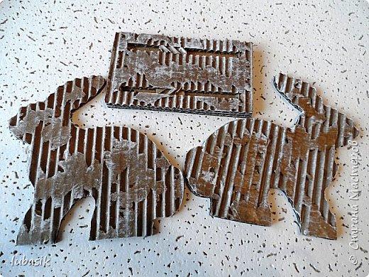 Выставляю обещанный МК подставки для салфеток из гофрокартона, как мне подсказала Юленька - из раздетого картона.Это вторая моя подставочка, очень понравилось их делать. фото 11