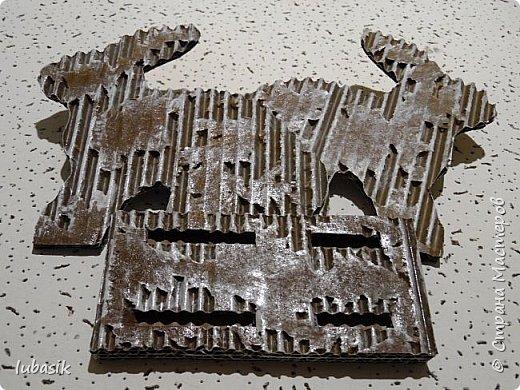 Выставляю обещанный МК подставки для салфеток из гофрокартона, как мне подсказала Юленька - из раздетого картона.Это вторая моя подставочка, очень понравилось их делать. фото 12