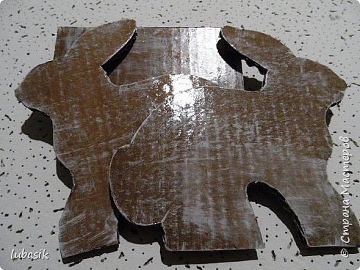 Выставляю обещанный МК подставки для салфеток из гофрокартона, как мне подсказала Юленька - из раздетого картона.Это вторая моя подставочка, очень понравилось их делать. фото 13