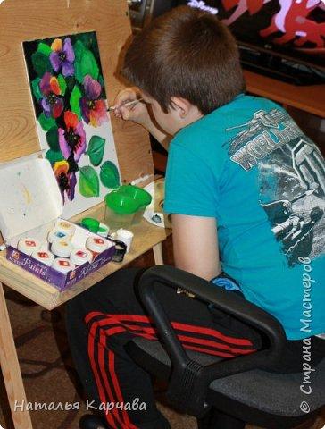 """Доброе утро """"Страна мастеров""""! Вот решила показать Вам работу моего сыночка, которую он сделал на днях.  Картина называется """"Анютины глазки"""", делал сынок её на художественном кружке, ему сейчас 8 лет, учится во втором классе. Работа выполнена акриловыми красками на холсте. фото 2"""