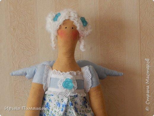 Здравствуйте! Как всегда пошила сразу две куклы,выкройка одна, но куклы получились  разные: отличаются не только  элементами отделки, но и характером фото 2
