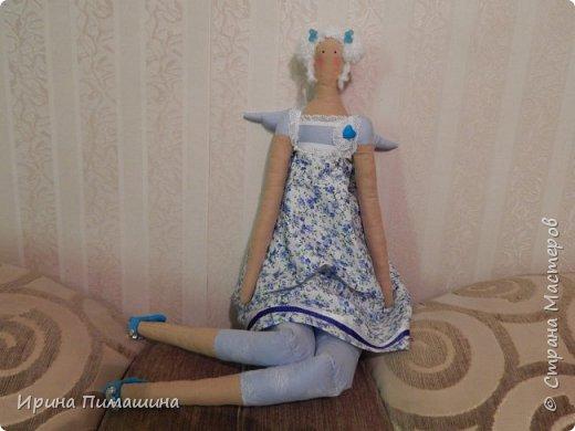 Здравствуйте! Как всегда пошила сразу две куклы,выкройка одна, но куклы получились  разные: отличаются не только  элементами отделки, но и характером фото 3