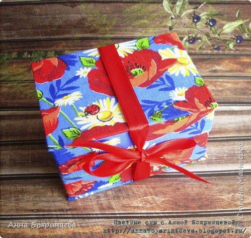 Всем привет!!!!!! Покажу коробочку для флэшки, ее размер 7*10 см. Осваивала картонаж)))))) коробочка сделана из переплетного картона и обтянута тканью. Сначала думала оставить себе, но пришлось подарить друзьям)))) (очень она им нужна,для флэшки со свадебными фото) фото 2