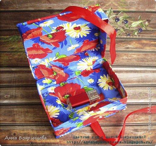 Всем привет!!!!!! Покажу коробочку для флэшки, ее размер 7*10 см. Осваивала картонаж)))))) коробочка сделана из переплетного картона и обтянута тканью. Сначала думала оставить себе, но пришлось подарить друзьям)))) (очень она им нужна,для флэшки со свадебными фото) фото 3