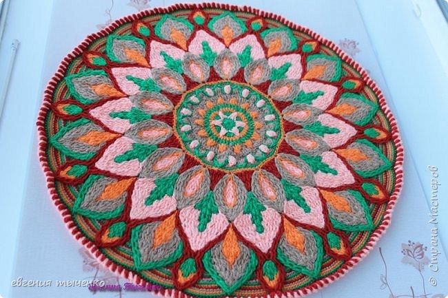 "Коврик"" Георгин "", связан в технике Overlay Crochet, размер 72 см, нитки акрил, мастер класс тут http://www.liveinternet.ru/users/5915568/post388641388/#"