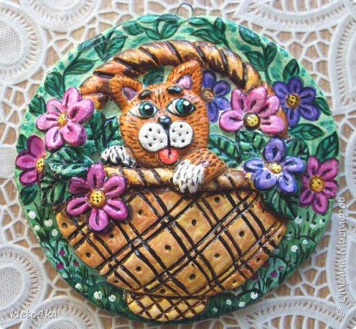 Круглое панно с котиком и цветами фото 1
