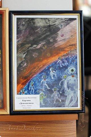 10 апреля в городской библиотеке состоялась очень интересная выставка работ мастеров ДПИ посвященная Дню космонавтики. Работ было не много, но каждая из них достойна внимания. Хочу показать вам фоторепортаж с этой выставки. фото 35